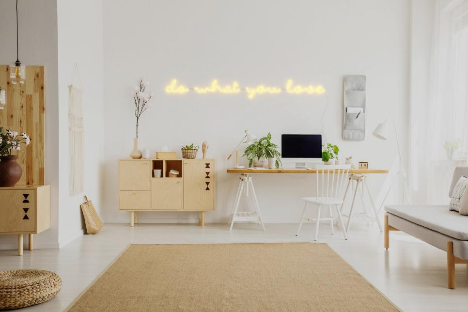 Top 10 Neon Signs For Your Home: Follow the Trend